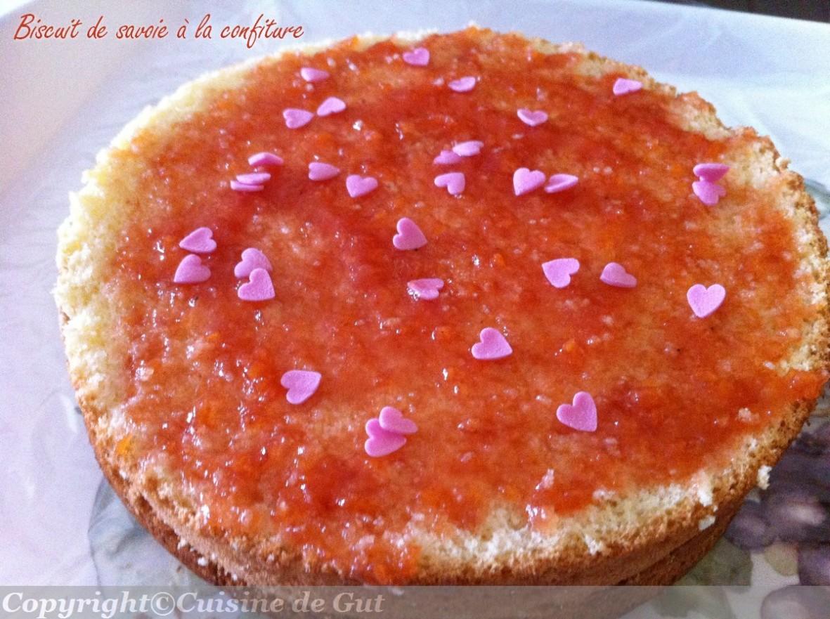 Biscuit de savoie à la confiture
