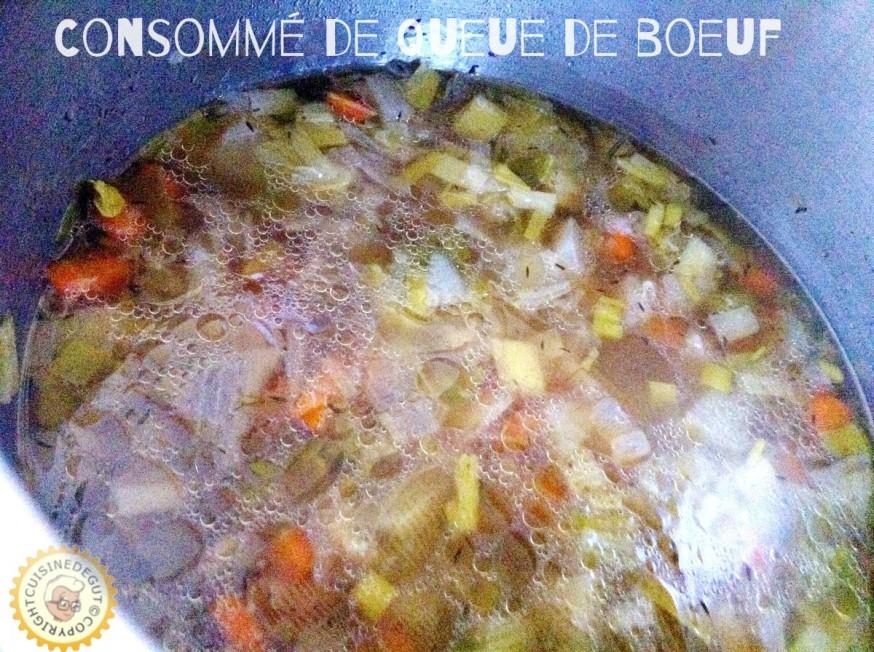 Légumes cuits après que la queue de boeuf soit retirée