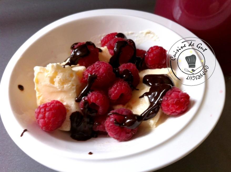 Glace mascarpone aux framboises et chocolat2