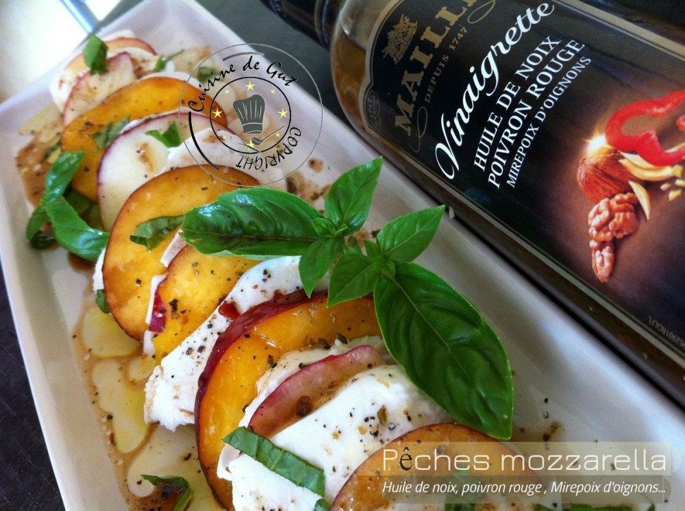 Pêches mozzarella huile de noix et poivrons1