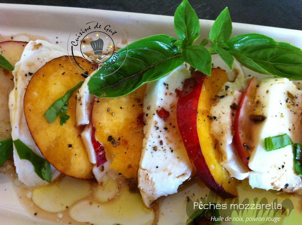 Pêches mozzarella huile de noix et poivrons2