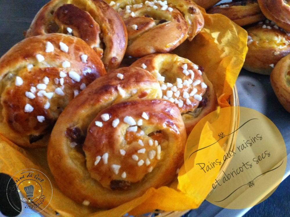 Pains aux raisins et abricots secs
