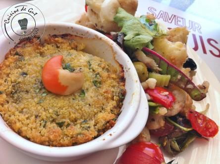 Noix de St-jacques gratinées et salade de chou fleurs assiette