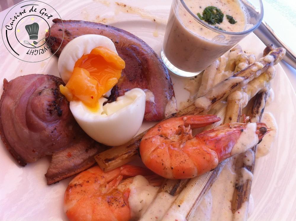 Plancha de pancetta asperges oeuf crevettes et crème de parmesa4