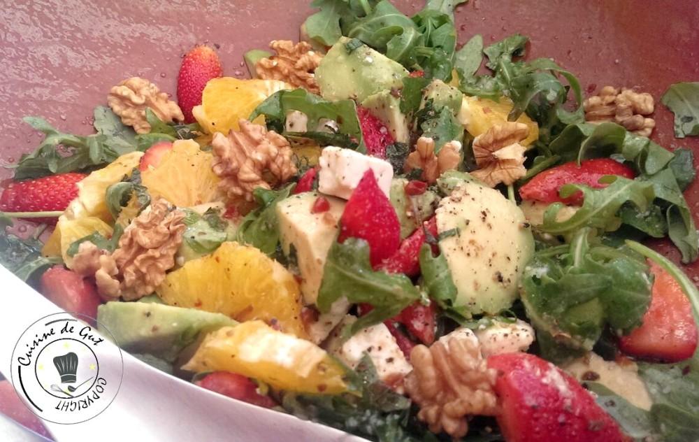 Salade de roquette fruits et feta plat