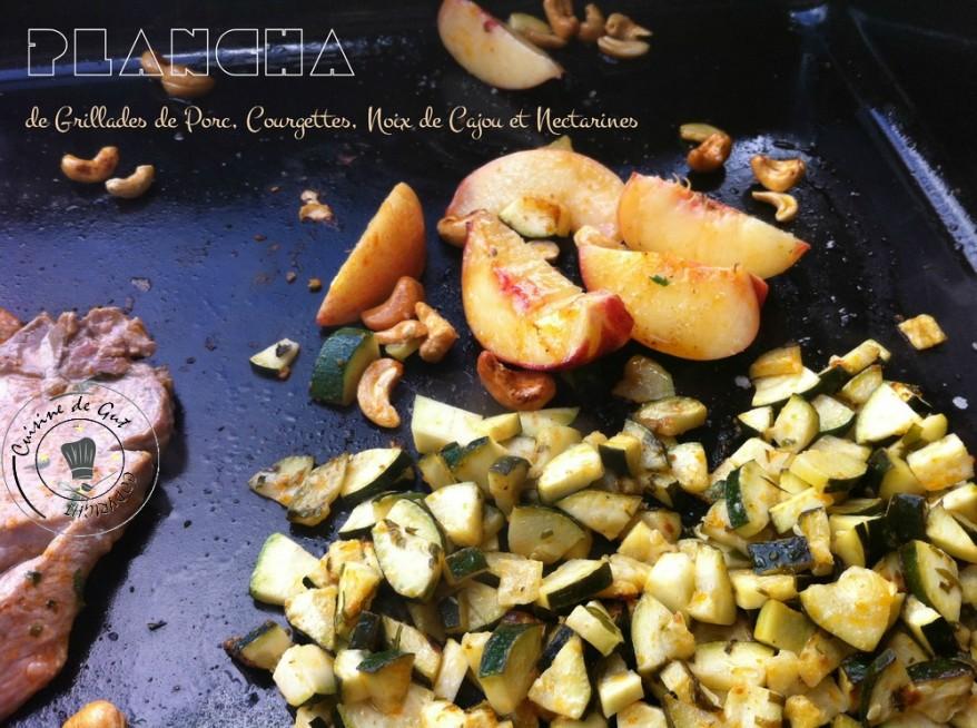 Grillades de porc, noix de cajou courgettes et nectarines