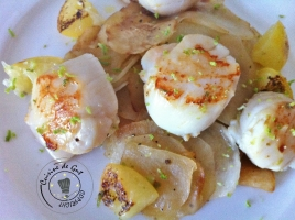 Noix de St-Jacques au combava et Citron confit sur lit de navets caramélisés.1
