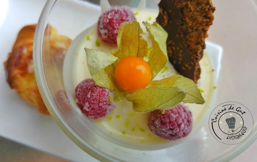 Mousse citron, insert framboise parfumée au combawa1