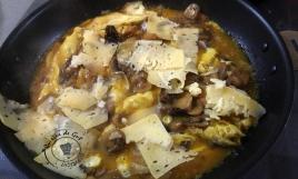 Omelette fomage et champignons saveurs truffe3