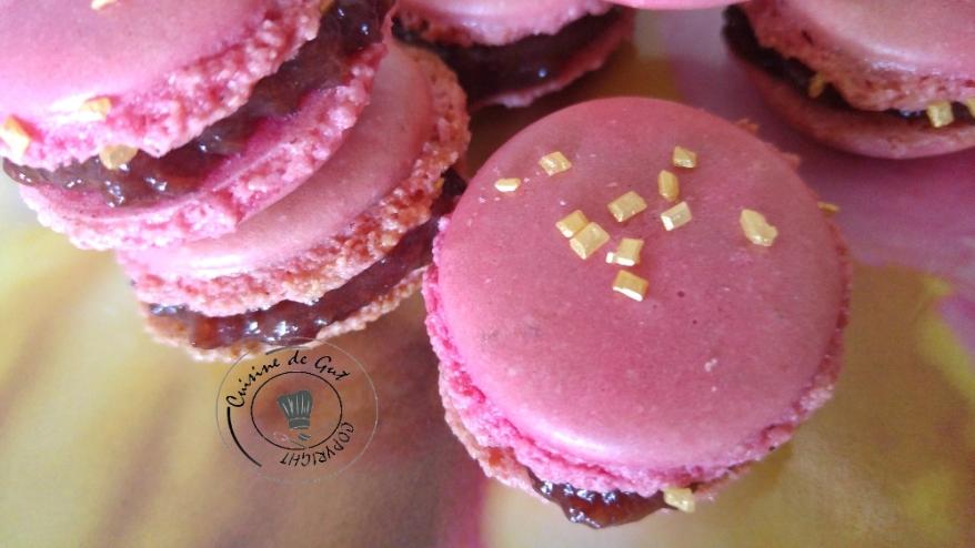 Macarons framboise caramel salé2