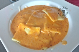 Raviolis farcis de restes sauce pesto rosso