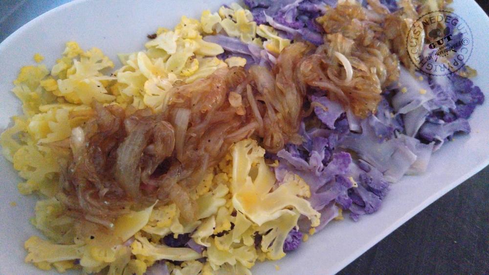 emince-de-choux-fleurs-colores-et-oignons-caramelises