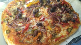 pizza-au-thon-a-la-catalane-et-cantal