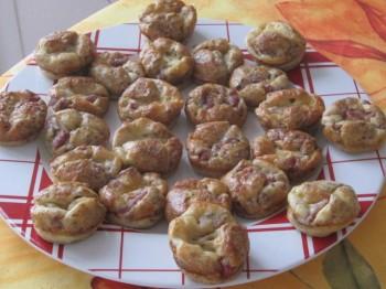 mini-quiches-au2-fromages-noix-lardons-la-cuisine-au-village