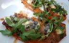 Tartines de patate douce au chève et Baïona au poivre