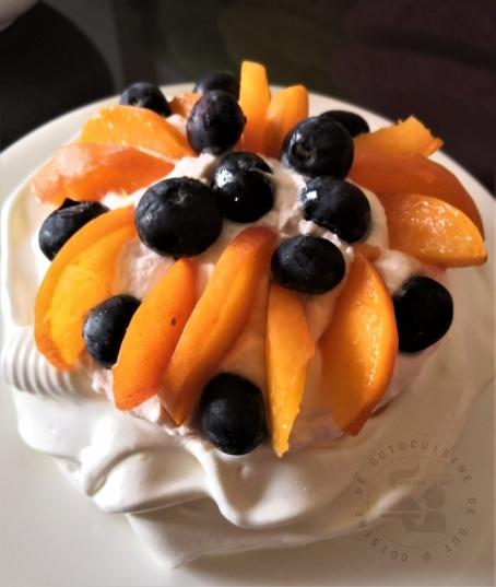 Pavlova abricot myrtille a la pina colada3