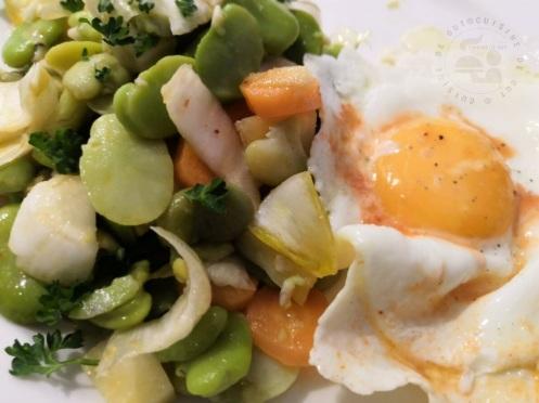 Salade et oeuf au vinaigre de pulpe de poivron et piment d'espelette1