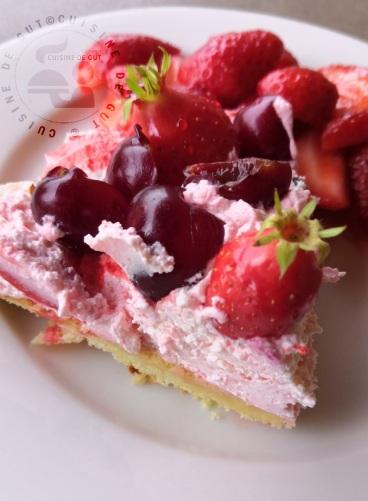 Tarte fraises cerises sur sablé breton chantilly grenadine