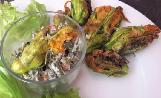 Fleurs de courgettes farcies haricots verts et crevettes grises1