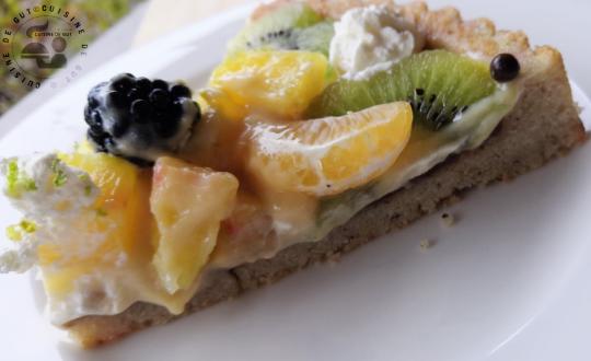 Tarte renversée aux fruits sur financiier et crème pina colada
