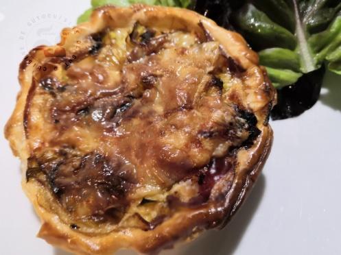 Tartelettes aux poireaux olives noires et coppa gratinées au brebis1