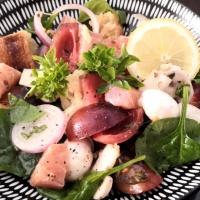 Salade de pousses d'épinard au coeur de saumon fumé