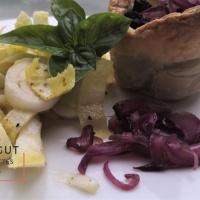 Salade d'endives et feuilletés de boudin noir