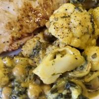 Bavette de veau, curry de chou fleur pois chiches et épinards